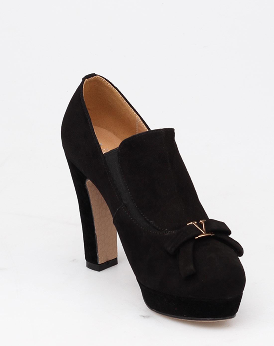 黑色时尚高跟鞋